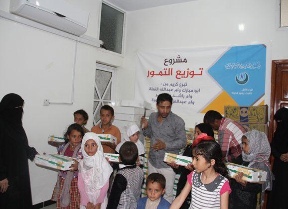 التضامن الخيرية بدعم فاعلي الخير تنفذ مشروع توزيع التمور